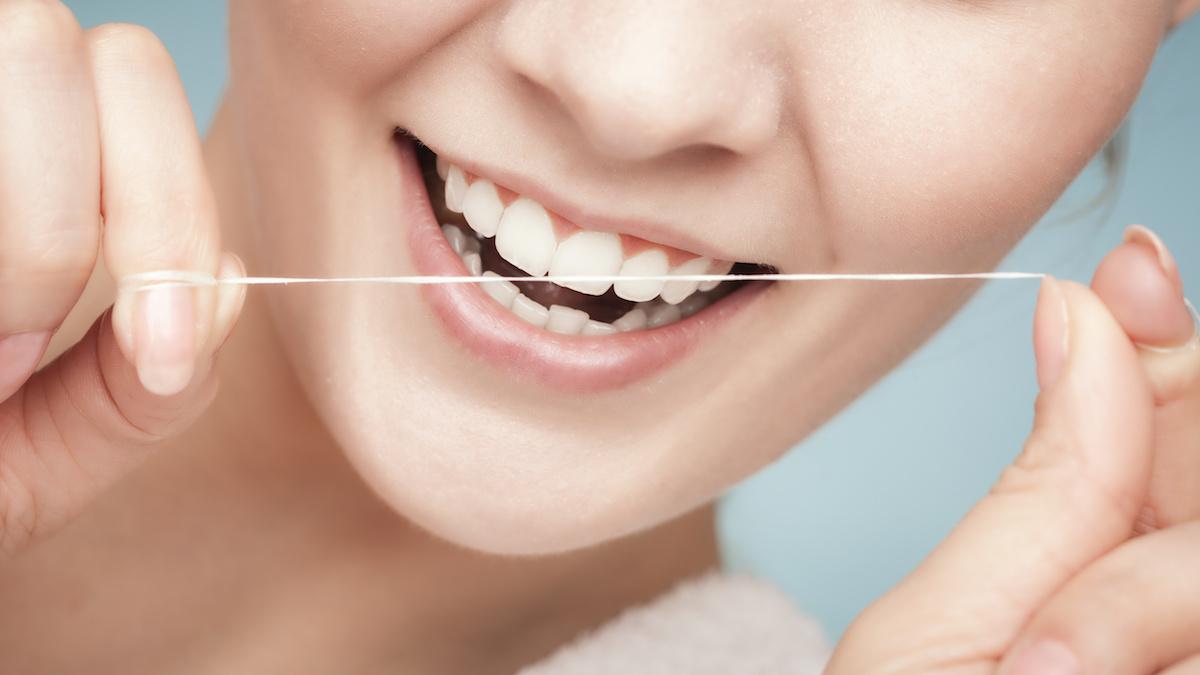 kaip valytis dantis, kad jie negestų?
